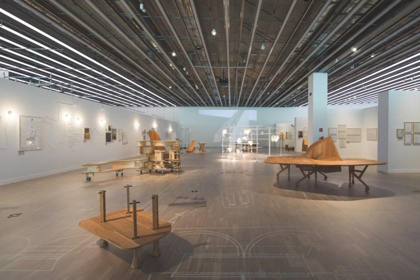 """Vista de la muestra """"MIRALLES. Perpetuum Mobile"""" Museu del Disseny de Barcelona."""