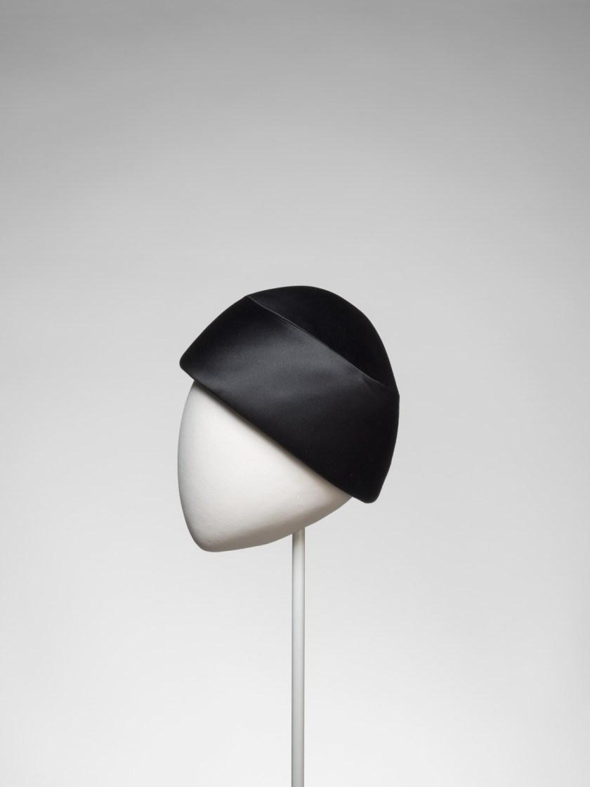 el-sombrero-balenciaga-el-complemento-perfecto-15