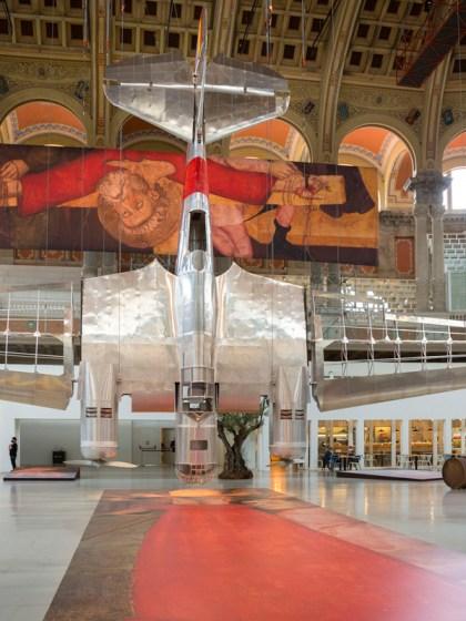 """Vista de la instalación """"Aeronáutica (vuelo) Interior"""" de Francesc Torres © MNAC"""
