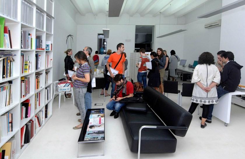 En la línea de acercar la labor de los profesionales y estudios de diseño a la ciudadanía, VDW amplía sus contenidos en 2021 con VDW Design Walks, que incluye una ruta guiada y jornadas de puertas abiertas.