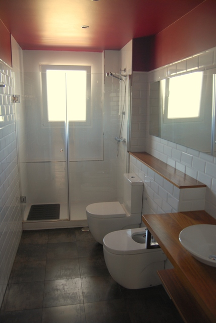 Azulejos Baño Blanco:Se alisó la pintura de toda la casa y se eligió un tono neutro