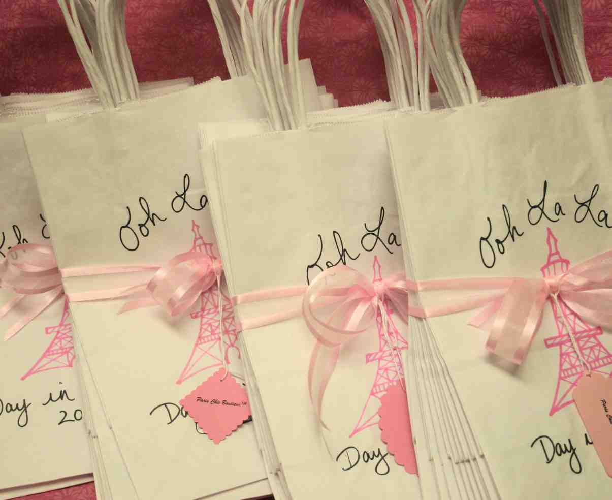 Bridal Shower Gift Bags: How to Fill for Friends and