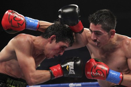 001 Alberto Guevara vs Leo Santa Cruz 450x300 Leo Santa Cruz Impresses In Boxings Return To Network Television