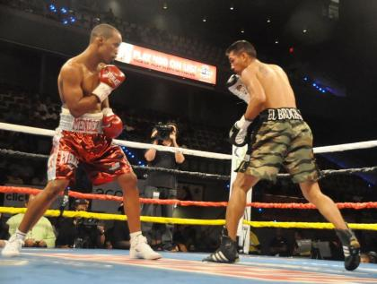 Mendez gets second chance at Salgados world title belt