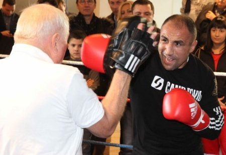Public workout in Nuremberg: Wegner surprises Abraham!
