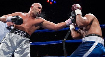 Oquendo Displays Bombing Power in Knockout over Hawkins