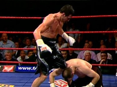 Froch awaits Ward after he beats Pavlik on 1/26