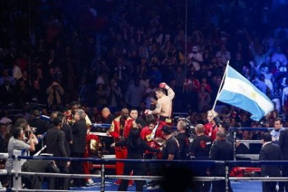 Maidana defeats Broner; Thurman stops Karass