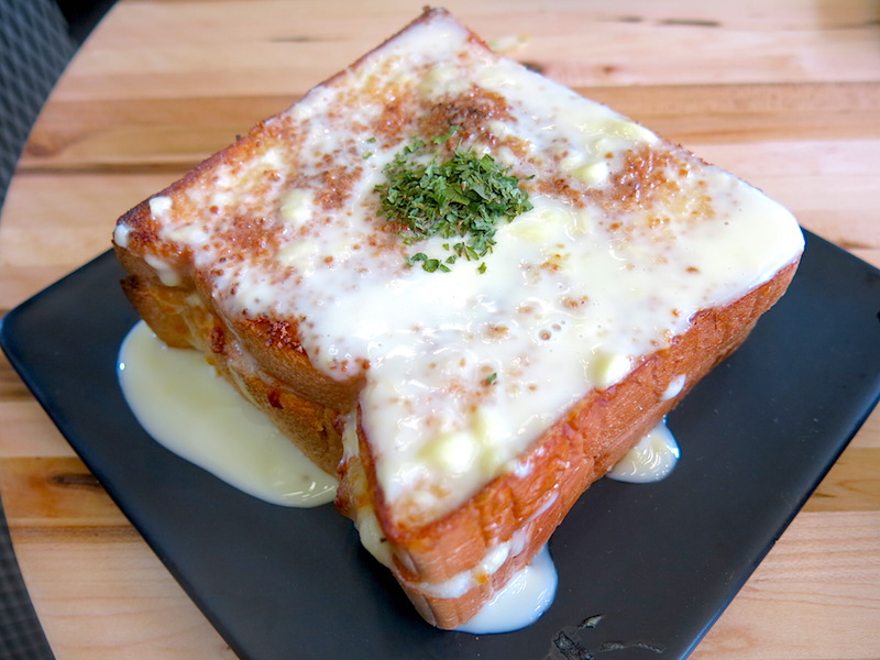 Nunsaram Korean Dessert Cheese Garlic Bread
