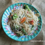 Rice Noodles & Veggies & Spicy Peanut Sauce