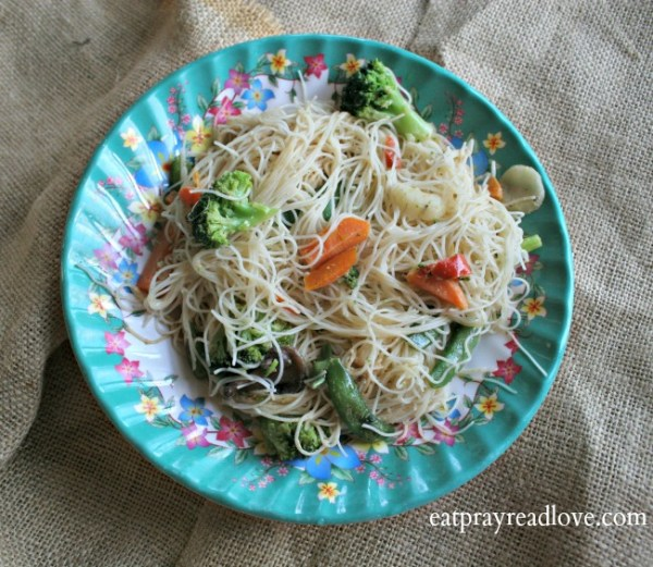 A 15 minute meal! Yes please! Rice noodles + veggies with spicy peanut sauce. Delish!