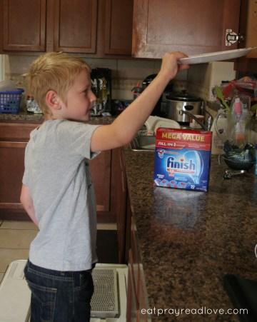 Landon dishes #SparklySavings #CollectiveBias best dishwasher detergent