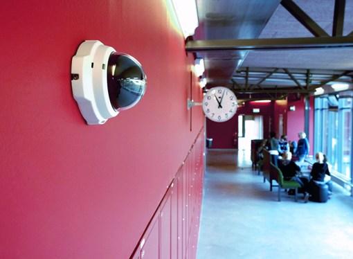 Axis garantiza entornos seguros para los estudiantes con tecnología de punta