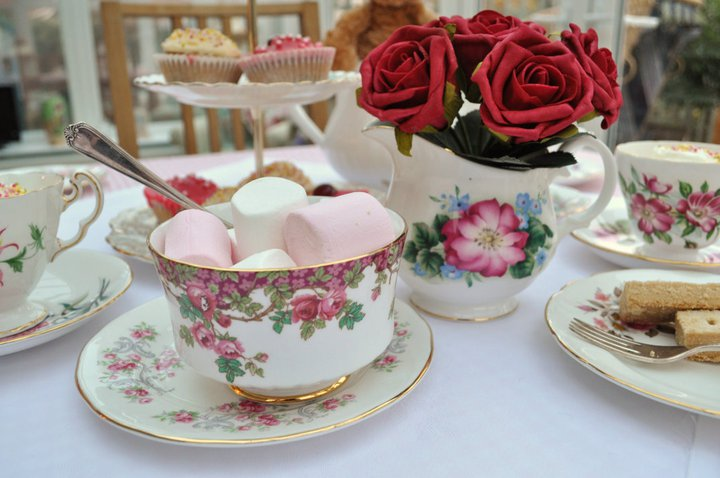 Host a Mother\u0027s Day Tea Party with Vintage Decor - Ecopartytime