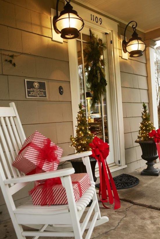 38 Amazing Christmas Porch Decor Ideas Ecstasycoffee