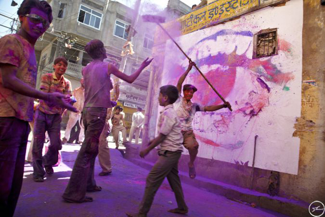 14_28_millimetres_women_are_heroes_jaipur_holi_fest_2009