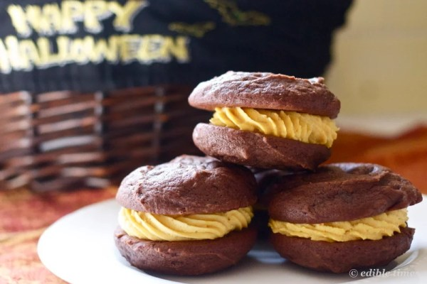 whoopie pie with pumpkin filling