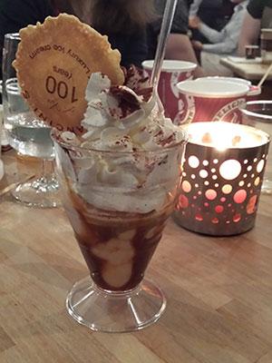 Ice cream with mascarpone, caramel and coffee is yummy!