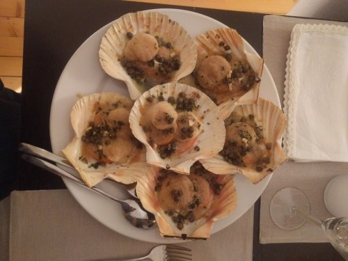 Scallops with butter and capers