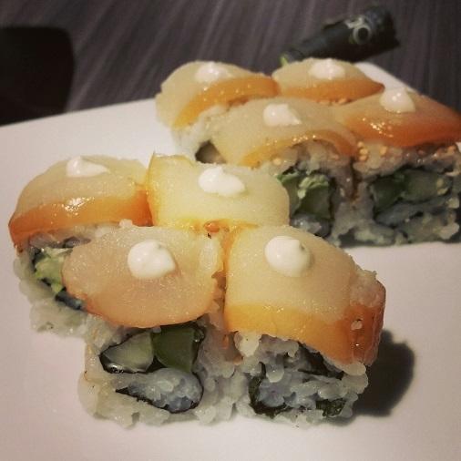 california maki saint jacques asperge truffe restaurant côté sushi