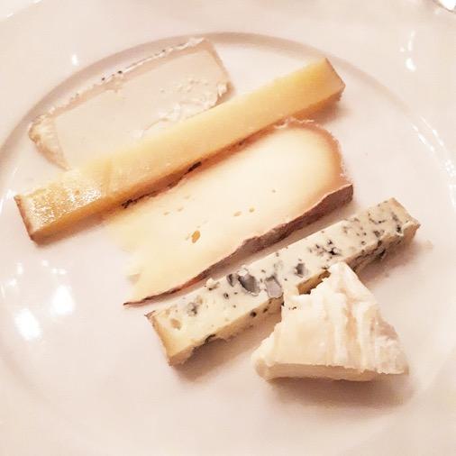 assiette fromages diner à la mère brazier mathieu viannay lyon