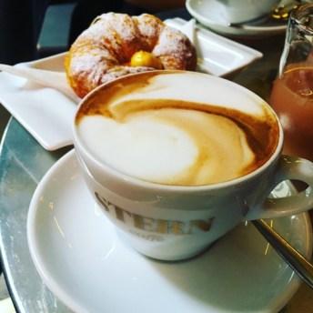caffè stern petit déjeuner cappucino