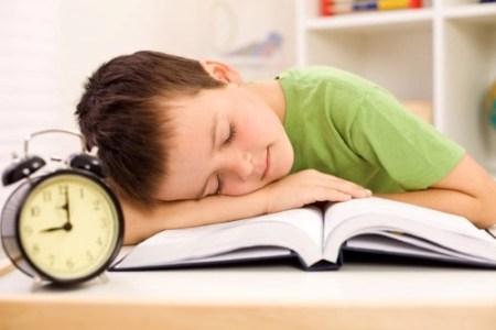 Realizar las tareas escolares en casa
