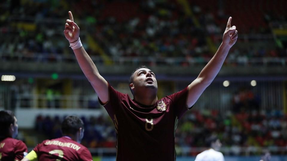 Cinco contra cuatro. Decimotercer día del Mundial de FútbolSala. Lima
