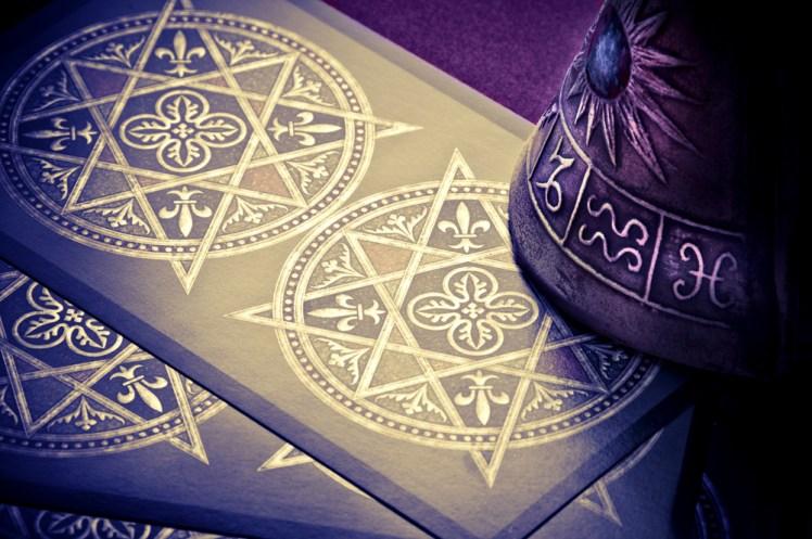 茶々丸が読み解くタロットの世界<br>~「魔術師」リバースの場合~