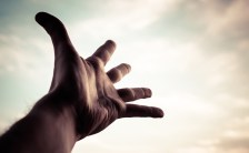 神の手を持つ男!? 地球流気功マイスターの不思議な気功治療(後編)