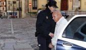 El acusado entra en la Audiencia Provincial de León (Carlos S. Campillo / Ical)