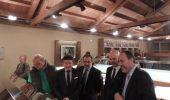 Autoridades del Consistorio y representantes de Endesa junto a Ovalle en la nueva sala de consultra