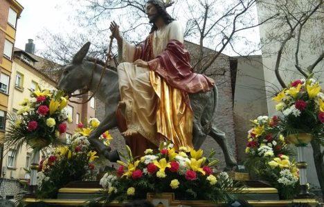 La procesión conmemora la entrada triunfal de Jesús en Jerusalén