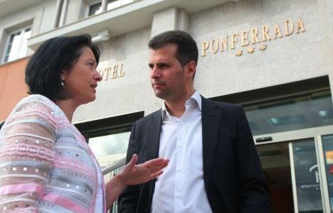 Luis Tudanca, junto a Ángela Marqués, momentos antes de la inauguración de las Jornadas por el Empleo Joven (César Sánchez)