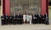 El alcalde de Cubillos, segundo por la izda, junto a las reinas y el resto de los premiados