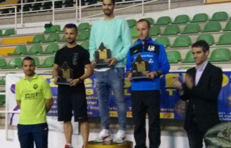 El pódium del maratón masculino, con David Fernández, Sergio Alonso y Óscar López