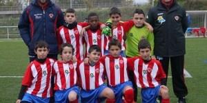 Plantilla del Atlético de Bembibre con Raul Arias fila inferior derecha