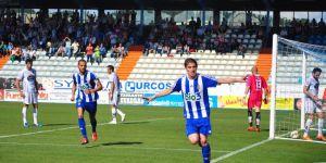 Berrocal celebra el tanto que le dio la victoria a la Deportiva
