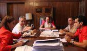 Imagen de la reunión mantenida hoy entre los responsables de LM y el Ayuntamiento