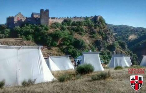 Así amanecía hoy el campamento del Castillo tras la 'ajetreada' noche
