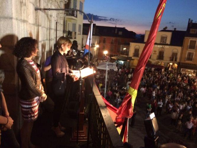 Beatriz Escudero lee su pregón en compañía de la alcaldesa