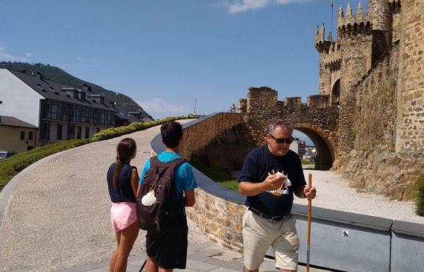 Peregrinos visitas turismo castillo