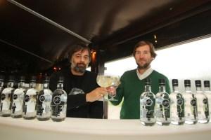 Juan Luis Mastache (I), y Ángel Luis Escuredo (D), creadores de la ginebra 987 (C. Sánchez/Ical)