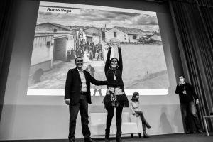 Rocio Vega recoge el premio de la VI Convención Internacional del Foro de Fotógrafos (Antonio García)