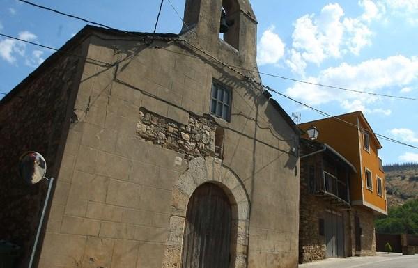 Ermita de Nuestra Señora de la Encarnación de Lombillo, en el municipio de Ponferrada, el primero de los templos de la 'Ruta de las cinco iglesias'. / C. Sánchez