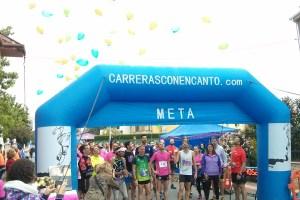Antes de la carrera se soltaron globos de colores en recuerdo de Cris