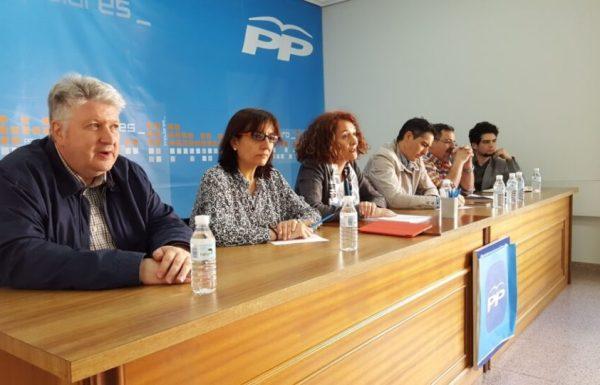 Los concejales populares de Ponferrada se reúnen con la militancia