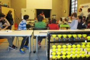 Los niños aprenderán matemáticas jugando con un ábaco