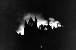Imagen del incendio de la catedral de León en 1966 (Archivo del Cabildo Catedralicio)