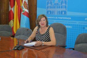 La concejala de Cultura y presidenta del Patronato de Fiestas, durante el anuncio de los actos de La Encina. / QUINITO